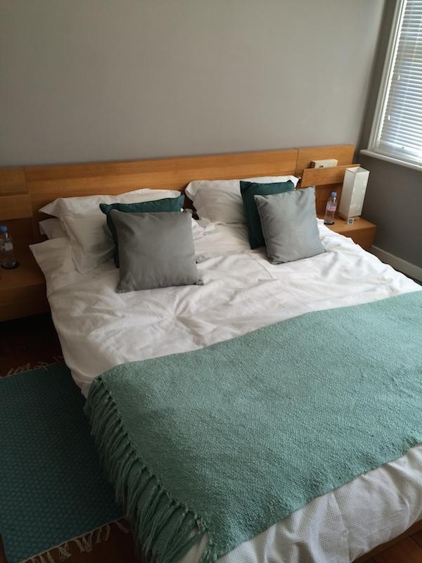 bedroom-old-bed