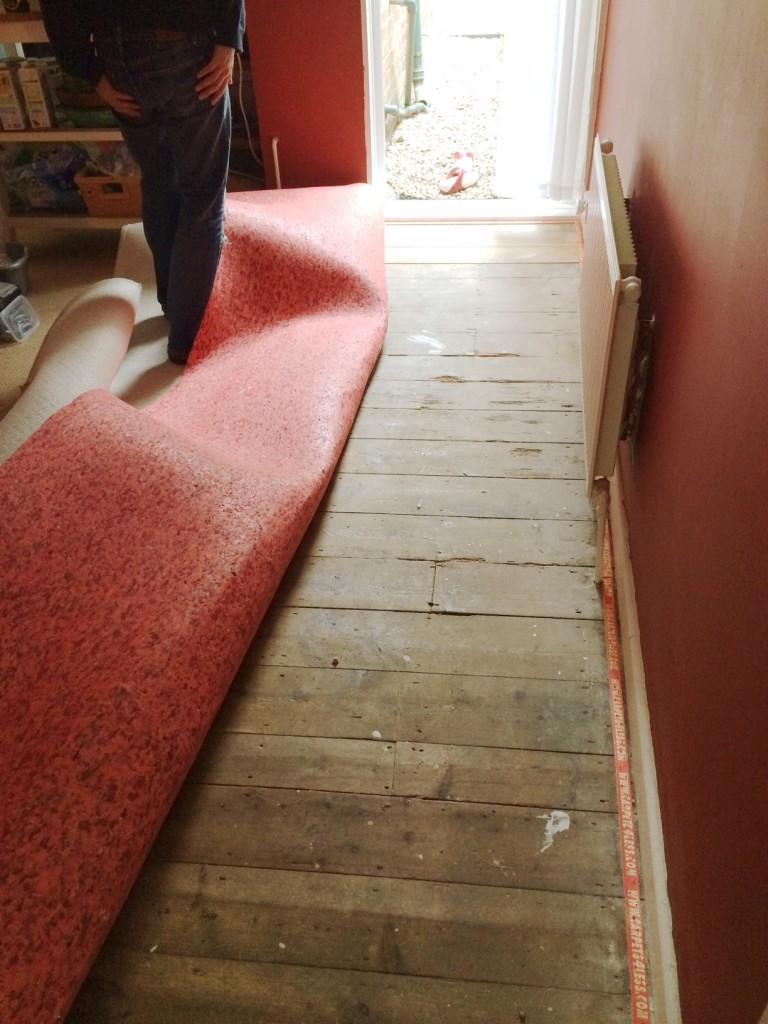 floor-removing-carpet
