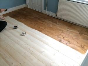 livingroom-floor-staining